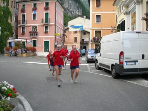 2010 fiaccola - passaggio in piazza